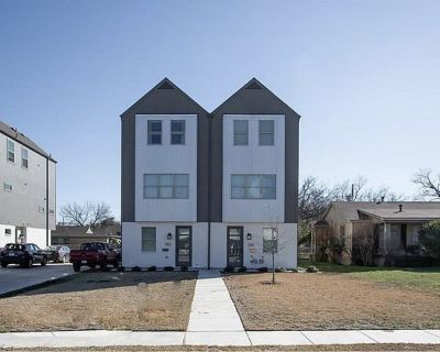 TCU Area Duplex with One Room Available