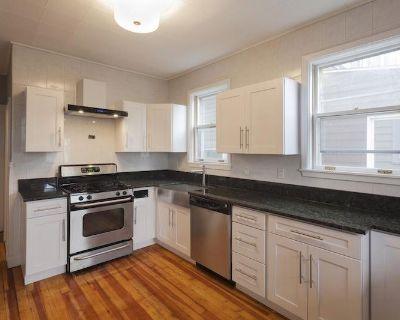 Massive Updated 5Bd/3Ba Duplex With 2 Kitchens!...