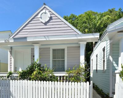 STONE'S THROW ~ 2 Bedroom Cottage with Shared Pool, its a PERFECT LOCATION! - Downtown Key West