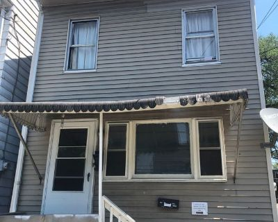 2 Bedroom 1 Bathroom 2nd Floor Apartment in Harrisburg Close to Bus Route & Downtown!