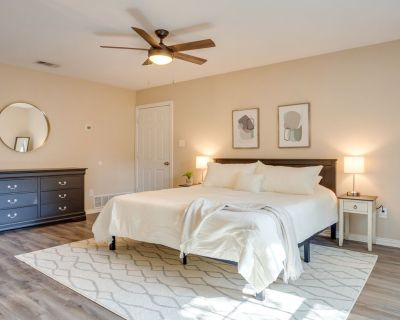 Near Dickies | Will Rogers | Downtown | King Bed - Arlington Heights