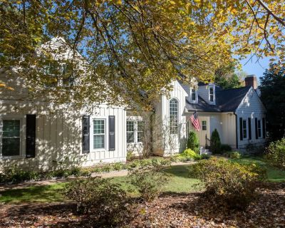 Gorgeous! CLOSE to everything, Great Outdr Space, Fenced Yard, Greenway Access - Northwest Raleigh