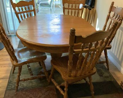 Solid Oak dining table and 6 chairs quality made