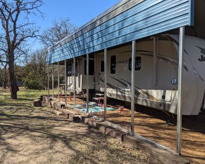 Glamping in a luxurious Travel Trailer - Georgetown