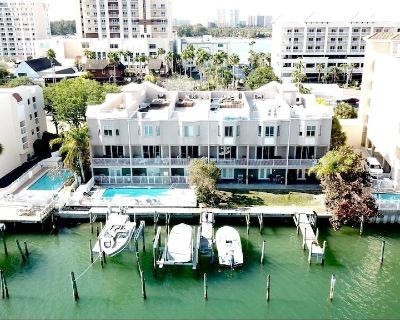 Luxury Spacious Getaway Perfect for Larger Families or Groups - Clearwater Beach