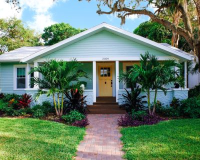 Charming vintage bungalow close to Anna Maria, IMG Academy & golfing! - Bradenton