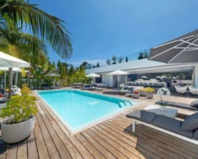 9570 Sunset Blvd, Beverly Hills, CA 90210 7 Bedroom House