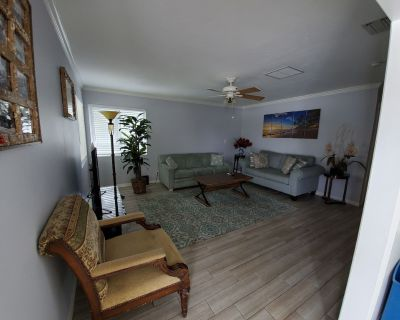 Beautiful 2 bedroom with full kitchen, block away from Duval St. - Downtown Key West