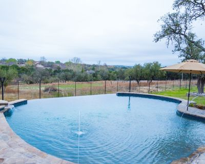 Great Family Getaway/ Pool/ 5 Acres/ Pond/ Game Room/Entertainer's Delight - Kerrville