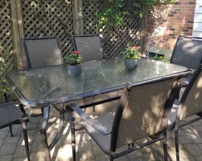 Patio table 71in 42 in + 6 chairs