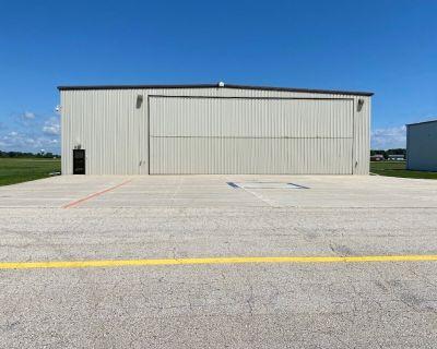 EAA Air Venture Oshkosh Hanger w/Living & Sleep Space / Fits Up to a MidSizeJet - Fond du Lac