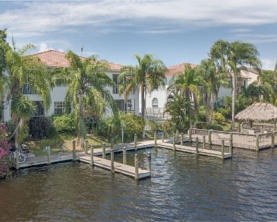 Enchanting tropical style waterfront villa with boat slip and heated pool - Caloosahatchee