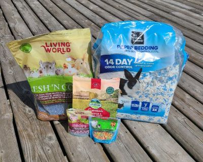 Hamster bedding, full bag of food and treats $20.00 pick up in Bright's Grove