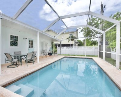 Adorable 2 bedroom, 2 bath cottage with pool - Fort Myers Beach