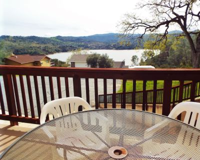Views on the Bluff with Private Slip, Dish TV Soak up the Fun! - Oak Shores