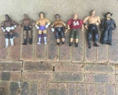 7 WWE ACTION FIGURES AND 100 PIECE WWE PUZZLE