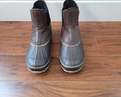 Baffin ankle boots