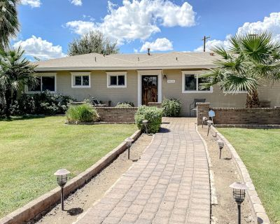 Bright & Spacious Getaway W/ Private Pool, Grill Area, Pool Table, & Free WiFi! - Scottsdale