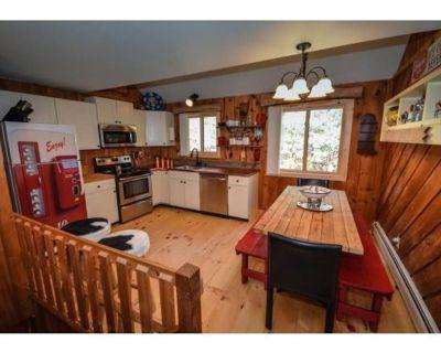 Bear's Den - Mount Snow Townhome - w/ ski home trail! - Vermont
