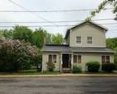 Well maintained 3 bedroom in village setting!