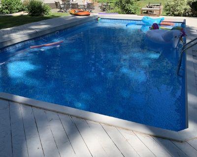 Walk to Tanglewood -Luxury Dream Home - Htd Pool, Hot Tub, Stckbrdg Bowl w/Boats - Stockbridge