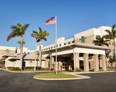 Southwest FL Getaway! Comfy Unit w Kitchen - Lee County