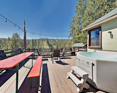 Incredible Restored Vintage Cabin w/ Mountain Views & Hot Tub, Walk to Lake - Boulder Bay
