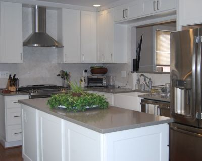 """RENOVATED kitchen, in-home gym, and amazing """"man cave"""" with a full bar. - West Annapolis"""