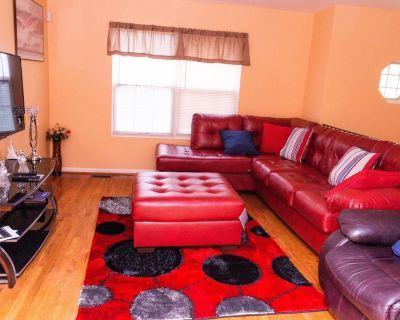 Fabulous & Cute 3bedrooms 2full Bath Upper Level Single Home - East Riverdale