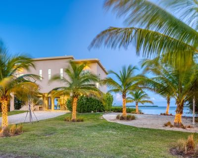 Key Largo Oceanfront Lux 3 Bedroom All Suite with Private Beach & Boat Dock - Key Largo