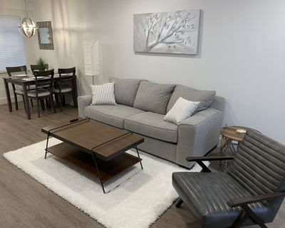 Modern Springhill condo with pool, desirable location! - College Park