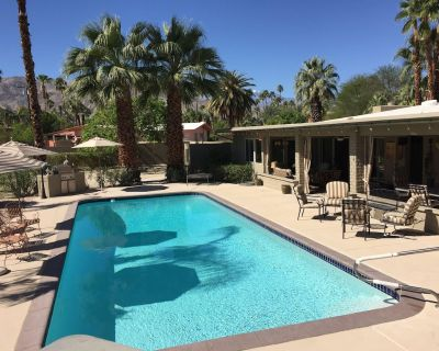 Artist/Decorator's 'mid century' house - 1/2 acre - you won't want to leave - Palm Desert