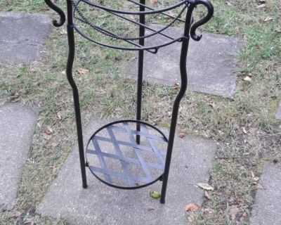 """Beautiful metal 26"""" tall and 10"""" in diameter plant stand"""