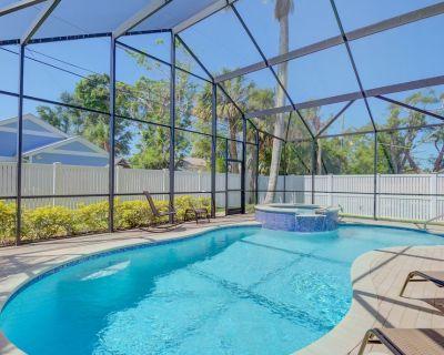 Olde Florida Style, 4 Bedrooms 3 Bath Pool\Hot Tub - Naples Park