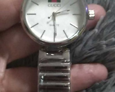 Gucci undecided watch