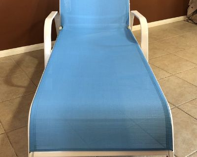 Chaise Lounge - Beautiful Bright Blue - Great condition!