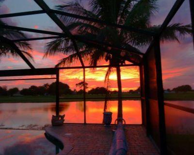 Modern Luxury Villa, Heated Pool, Hot Tub, Wifi, Golf, on Lake. - Burnt Store