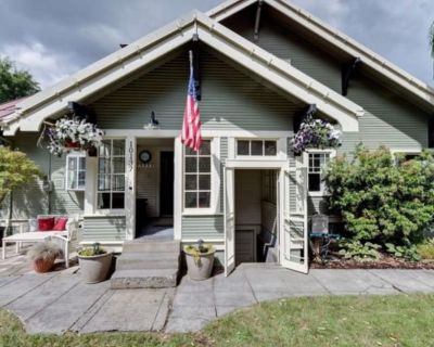 Private room with own bathroom - Canby , OR 97013