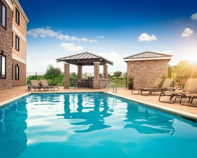 Complimentary Breakfast + Free Wi-Fi + Outdoor Pool   Suite Only 30 Minutes from Six Flags! - Fort Worth