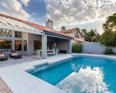 Resort style backyard with Pool, Grill, Yard Games Lounge Chairs and Outdoor Dining! - Paradise Park Vista