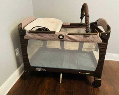 GRACO pack n play with accessories - see description