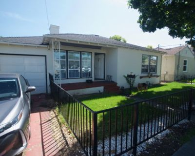 San Mateo 2BR house with 2 yards - pet friendly