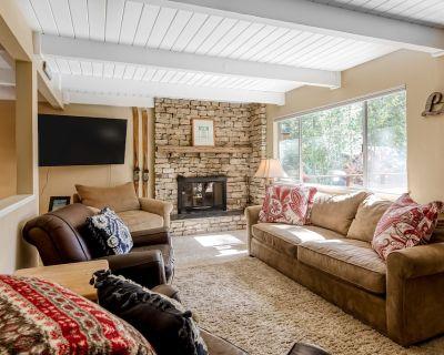 Cozy, Family-friendly Cabin w/ Free Wifi, Fireplace, Furnished Deck, Fenced Yard - Tahoe Vista