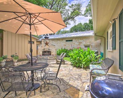 NEW! The 'Amorosa Cottage' w/ Patio: Walk Downtown - Fredericksburg