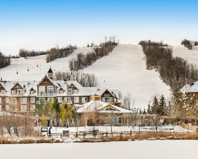 Large retreat perfect for a ski-cation w/ pool view & open concept! - The Blue Mountains