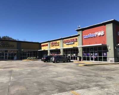 Retail Space For Lease in Palm Gallery