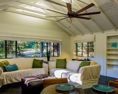 Quiet Fairhope Cottage Nestled Under Live Oaks, 1 Block From Downtown - Fairhope
