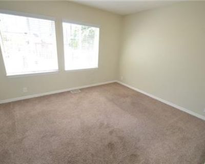 Ready for immediate move in 3beds/3bath house