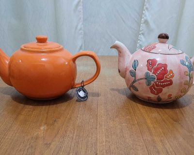 Set of Two Teapots NEW