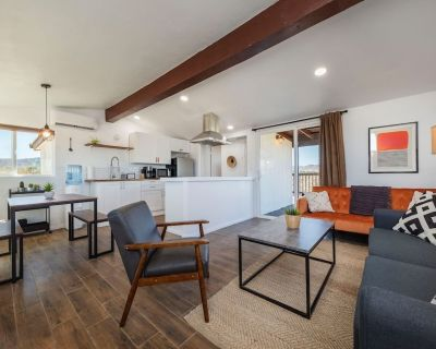 *NEW* The Perch - Cozy Joshua Tree Retreat + Hot Tub - Yucca Valley